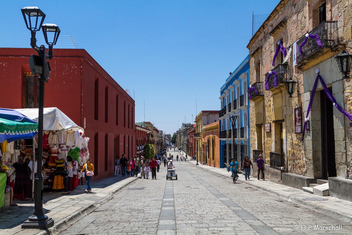 La calle Macedonio Alcalá es también conocida como andador turístico.